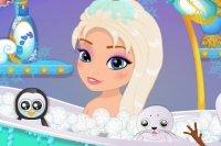 Bébé Elsa au bain
