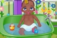 Bébé Jamal prend son bain